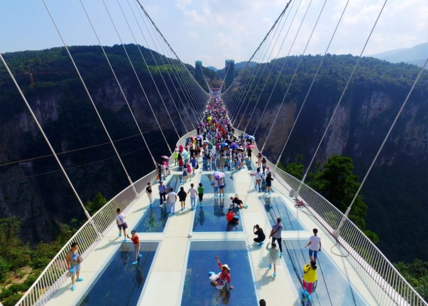zhangjiajie-grand-canyon-glass-bridge-haim-dotan_dezeen_2364_ss_3-852x609
